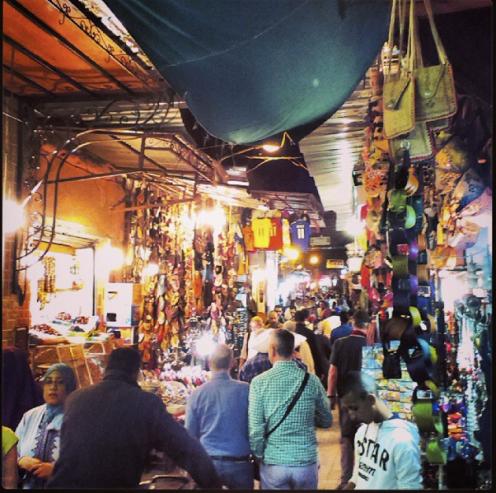 Spaziergang durch das nächtliche treiben der Altstadt von Marrakech