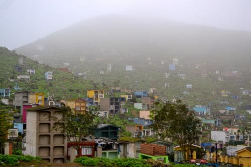 Friedhof bei Nebel - Lima